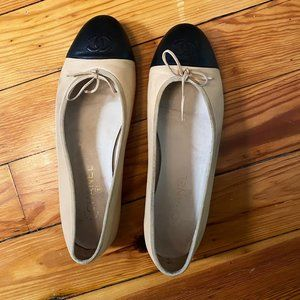Classic CHANEL Ballet Flats - Size 10